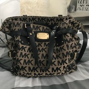 Black classic Michale Kors bag !!!!!